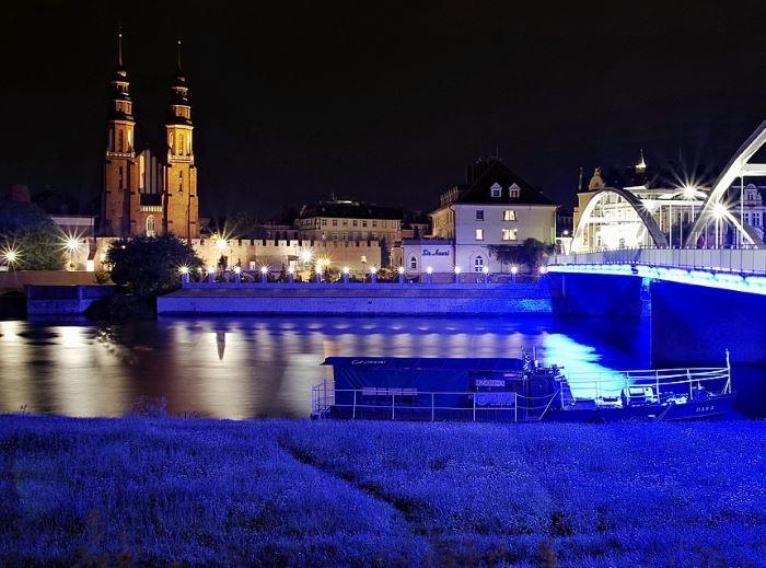 Policja Opole: Oddajemy krew osocze i #szczepimysię